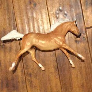 Breyer horse Lakota mold statue